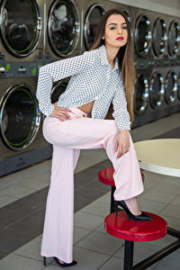 Hintergrundbilder Model Pose Die Hose Bluse Blick Alexis Contreras, laundry junge frau