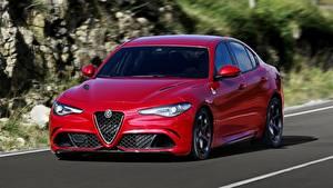 Desktop hintergrundbilder Alfa Romeo Limousine Rot Fahrendes Metallisch Bokeh Giulia, Quadrifoglio, 2016 Autos