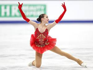 Hintergrundbilder Hand Handschuh Bein Pose Kleid Alina Zagitova, Figure skating Sport Prominente Mädchens