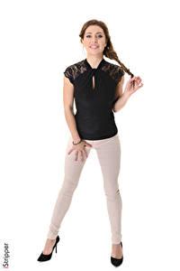 Hintergrundbilder Ally Breelsen iStripper Weißer hintergrund Braunhaarige Zopf Lächeln Hand Bein Stöckelschuh Mädchens