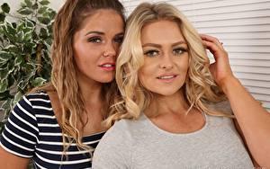 Bilder Amy S Only Siobhan Graves 2 Blondine Braune Haare Hand Starren