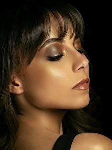 Bilder Model Gesicht Schminke Braune Haare Ana Victoria