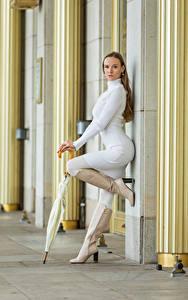 Hintergrundbilder Posiert Kleid Stiefel Regenschirm Blick Anastasia junge Frauen