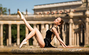 Bilder Sitzt Bein Ballett Unscharfer Hintergrund Anastasia Mädchens
