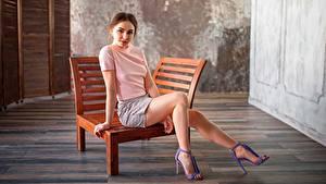 Bilder Bein Model Sitzend Sonnenliege Shorts Anastasiya, Alexey Yuryev junge frau