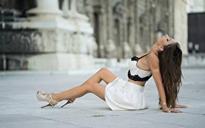 Hintergrundbilder Unscharfer Hintergrund Pose Hand Bein Sitzen Rock Anchie Maus Mädchens