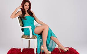 Fotos Stühle Sitzen Kleid High Heels Bein Blick Andreea Benchea Mädchens