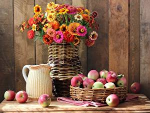 Fotos Äpfel Blumensträuße Stillleben Zinnien Vase Weidenkorb Kannen Lebensmittel Blumen