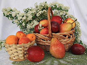 Pictures Apricot Pears Apples Wicker basket Food