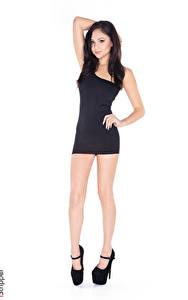 Fotos Ariana Marie iStripper Weißer hintergrund Brünette Posiert Hand Kleid Bein Stöckelschuh