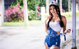 Fotos Asiatische Baseballmütze Zopf Posiert Blick Bokeh Mädchens