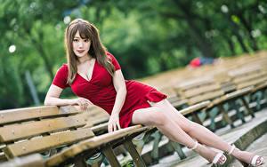 Hintergrundbilder Asiaten Bank (Möbel) Sitzen Kleid Bein Blick