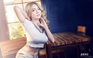 Bilder Asiatisches Bokeh Blond Mädchen Starren Hand Bauch