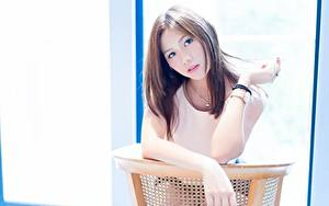 Bilder Asiatische Bokeh Braune Haare Blick Hand Mädchens