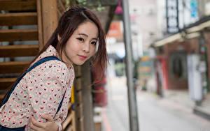 Hintergrundbilder Asiatische Bokeh Braunhaarige Starren Hand junge frau