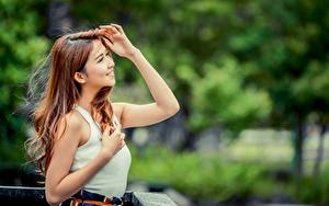 Fotos Asiatische Bokeh Braunhaarige Lächeln Hand junge Frauen