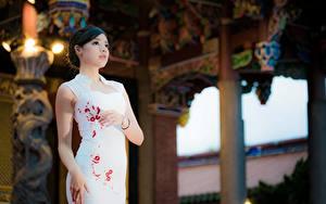 Hintergrundbilder Asiaten Unscharfer Hintergrund Brünette Kleid Hand junge Frauen