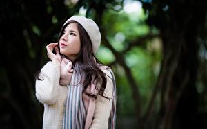 Fotos Asiatische Unscharfer Hintergrund Brünette Hand Schal Sweatshirt