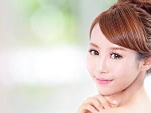 Bilder Asiatische Unscharfer Hintergrund Gesicht Braune Haare Blick Schön junge frau