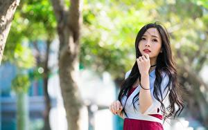 Bilder Asiatische Bokeh Starren Hand Brünette junge Frauen