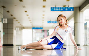 Fotos Asiaten Bokeh Bein Rock T-Shirt Zopf Starren Pose junge frau