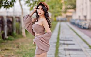 Hintergrundbilder Asiatische Unscharfer Hintergrund Pose Baseballmütze Blick Mädchens