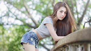 Bilder Asiaten Bokeh Pose Braunhaarige Starren Shorts
