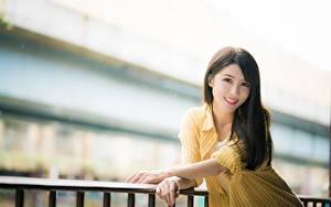 Hintergrundbilder Asiaten Unscharfer Hintergrund Posiert Hand Lächeln Braune Haare Niedlich Starren junge frau