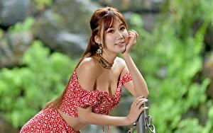 Bilder Asiatische Unscharfer Hintergrund Pose Lächeln Hand junge Frauen