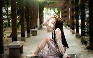 Hintergrundbilder Asiatisches Bokeh Seitlich Braune Haare Sitzend Hand Bein junge Frauen