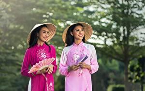 Hintergrundbilder Asiaten Unscharfer Hintergrund 2 Brünette Der Hut Starren Lächeln Fächer Hand junge frau