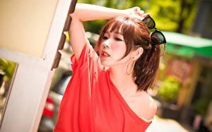 Hintergrundbilder Asiatisches Braunhaarige Brille Hand Bokeh