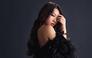 Fotos Asiatische Braunhaarige Hand Blick Mädchens