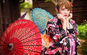Bilder Asiatische Braune Haare Regenschirm Kimono Hand Sitzt Blick junge frau