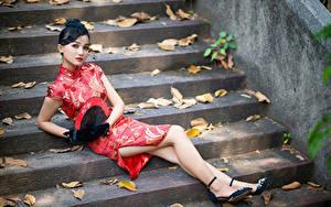 Fotos Asiatische Brünette Kleid Fächer Bein Stiege Blick Mädchens