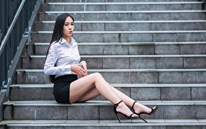 Hintergrundbilder Asiatische Brünette Stiege Sitzt Bein Rock Bluse junge Frauen