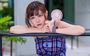 Hintergrundbilder Asiatisches Süß Blick Braunhaarige Hand junge frau