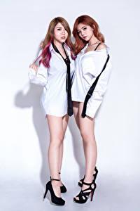 Fotos Asiaten 2 Braune Haare Bein Hemd Krawatte Starren D' Soul junge Frauen