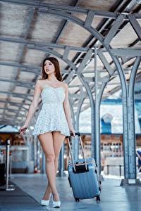 Hintergrundbilder Asiatische Kleid Bein Koffer Schön junge frau