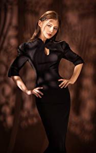 Hintergrundbilder Asiatisches Kleid Posiert Blick Hand Braune Haare
