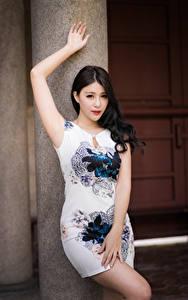 Hintergrundbilder Asiatisches Kleid Posiert Hand Blick junge Frauen