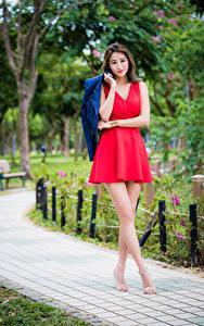 Fotos Asiatisches Kleid Rot Bein Bokeh Mädchens