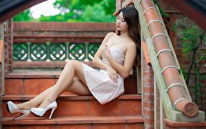 Hintergrundbilder Asiaten Kleid Sitzend High Heels Bein Mädchens