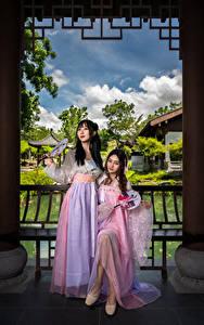 Hintergrundbilder Asiatisches Kleid 2 Mädchens