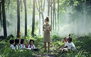 Hintergrundbilder Asiaten Nebel Sitzt Jungen Kleine Mädchen