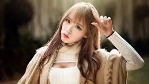 Bilder Asiatische Gestik Braune Haare Unscharfer Hintergrund Starren Hand junge Frauen