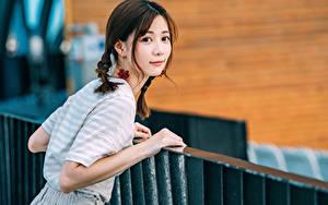 Bilder Asiatische Starren Zopf Mädchens