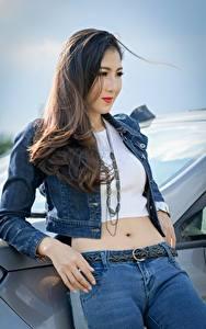 Hintergrundbilder Asiatische Blick Jacke Brünette Hand Jeans Mädchens