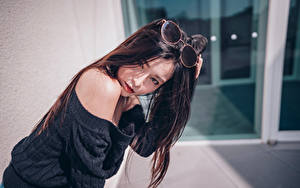 Hintergrundbilder Asiaten Brille Haar Brünette Starren