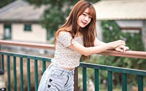 Fotos Asiatisches Hand Bluse Blick Unscharfer Hintergrund Mädchens